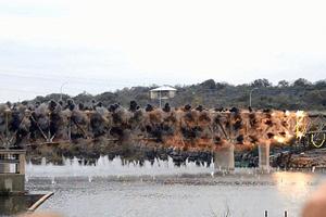 Κατεδάφιση γέφυρας 77 χρόνων σε ένα δευτερόλεπτο