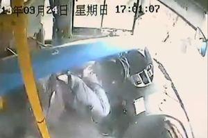 Οδηγός λεωφορείου γλυτώνει από βέβαιο θάνατο