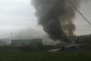 Μεγάλη φωτιά σε εργοστάσιο επίπλων στο Δερβένι