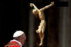 Στη λιτανεία του επιταφίου ο Πάπας Φραγκίσκος