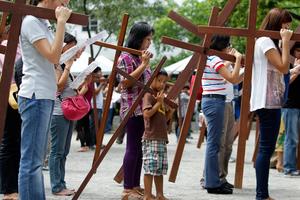 Σε κλίμα κατάνυξης οι Φιλιππίνες