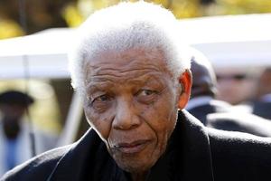 Βλάβη υπέστη το ασθενοφόρο που μετέφερε τον Μαντέλα