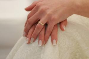 Το μανικιούρ-πεντικιούρ της νύφης