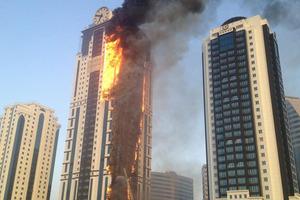 Πυρκαγιά ξέσπασε σε ουρανοξύστη 75 ορόφων στο Ντουμπάι
