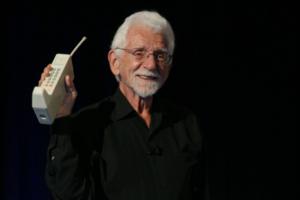 Σαράντα χρόνια από την πρώτη κλήση με κινητό τηλέφωνο