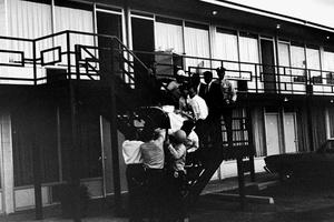 Ο δολοφόνος του Μάρτιν Λούθερ Κινγκ αμέσως μετά τη σύλληψή του