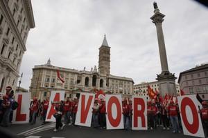 To 52,9% των Ιταλών νέων δεν έχει μόνιμη θέση απασχόλησης
