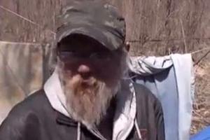 Κέρδισε 50.000 δολάρια και επιμένει να είναι άστεγος