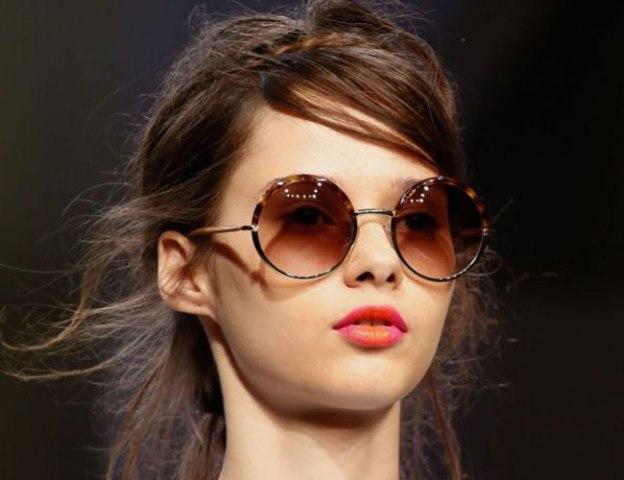 df6b7a5d52 Μια από τις ισχυρότερες τάσεις στα γυαλιά για την άνοιξη του 2013 είναι τα  στρογγυλά σκελετά. Μικρά