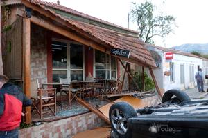 «Μπήκε» με το αυτοκίνητο σε καφετέρια
