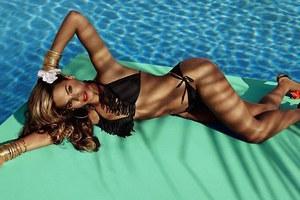 Η Beyonce ποζάρει για γνωστή εταιρεία ρούχων
