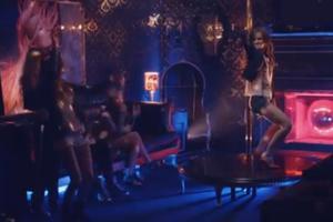 Η Emma Watson δείχνει τις ικανότητές της στο pole dancing