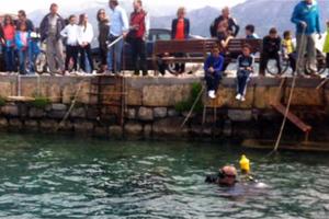 Εθελοντές δύτες καθάρισαν το λιμάνι της Καλαμάτας
