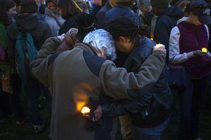 Ένα κερί και προσευχή για τα θύματα της Βοστώνης