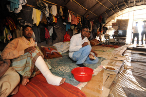 Οι απελπιστικές συνθήκες διαβίωσης των μεταναστών στα φραουλοχώραφα