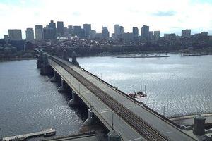 Δε φεύγουν τρένα και λεωφορεία από και προς Βοστόνη