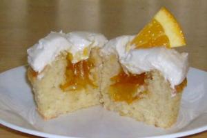 Γεμιστά cupcakes με μαρμελάδα