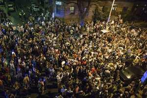 Ξέφρενοι πανηγυρισμοί για τη σύλληψη του Τσερνάεφ