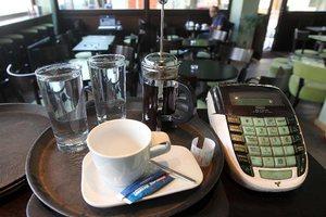 Σήμερα υπογράφεται η μείωση του ΦΠΑ στην εστίαση