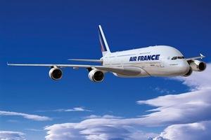 Αεροπλάνο «φλέρταρε» με ενεργό ηφαίστειο