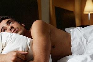 Η έλλειψη ύπνου κάνει κακό στο… σπέρμα