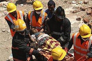 Δεκάδες παγιδευμένοι στα συντρίμμια νοσοκομείου
