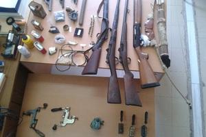 Όπλα και εκρηκτικές ύλες σε σπίτι στη Μεσσηνία