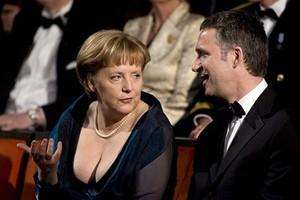 Η Μέρκελ δεν είναι φεμινίστρια και κοιτάζει τα «όμορφα μάτια»