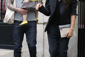 Στο Παρίσι η Victoria Beckham με την Harper