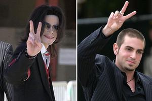 Κατηγορεί τον Michael Jackson για σεξουαλική κακοποίηση