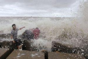 Δεκατρείς νεκροί στο Μπαγκλαντές από τον κυκλώνα