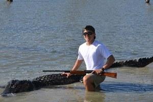 Πρωτάρης κυνηγός έπιασε το μεγαλύτερο αλιγάτορα στο Τέξας