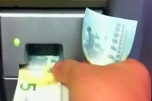 Δεν γίνονται δεκτά τα χαρτονομίσματα των 5 ευρώ
