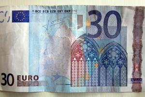 Πλήρωσε με χαρτονόμισμα των 30 ευρώ και πήρε και... ρέστα!