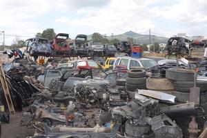 Μάντρα με κλεμμένα οχήματα βρέθηκε στον Ασπρόπυργο
