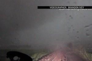 Εντυπωσιακό βίντεο μέσα από το «μάτι» κυκλώνα