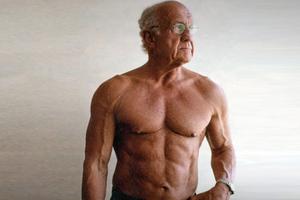 Ο παππούς με σώμα... 20άρη!