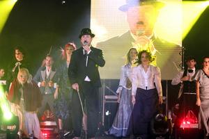 Ο Μαζωνάκης αποθεώθηκε στη συναυλία για τα «20 χρόνια»