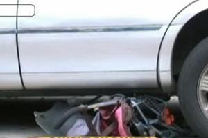 Μωρό σε καρότσι σφηνώθηκε κάτω από τις ρόδες ενός ταξί
