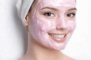 Φυσική μάσκα με μέλι, ρόδι και γιαούρτι
