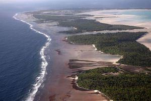 Το νησί που το «καταπίνει» ο ωκεανός