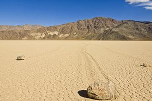 Οι «περιπλανώμενες πέτρες» της Καλιφόρνιας