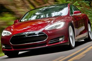 Το Tesla Model S… αλλάζει μπαταρίες