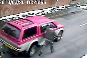 Κρεμάστηκε από το αυτοκίνητό του για να σταματήσει τον κλέφτη
