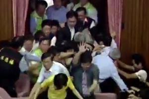 Ρινγκ έγινε η Βουλή της Ταϊβάν