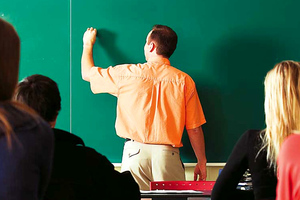 Καθηγητής Λυκείου στο Ελληνικό χαστούκισε μαθητή επειδή έπαιζε μπάλα
