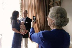 Οι πρώτες φωτογραφίες με το νέο μέλος της βασιλικής οικογένειας