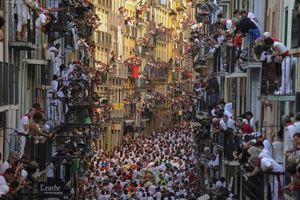 Τρέχοντας με τους ταύρους στο φεστιβάλ της Παμπλόνας