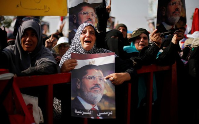 Θρίλερ με την κηδεία του Μόρσι