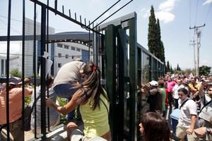 Δακρυγόνα στο υπουργείο Παιδείας